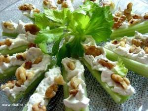 Řapíkatý celer upravený jako lodičky