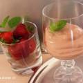 Kakaový dezert s ricottou a skleničkou jahod