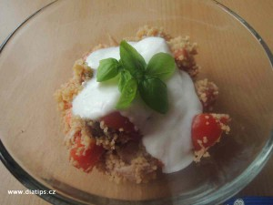 Salat z kuskusu a kuřecího masa