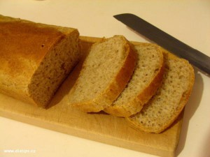 Toastový chléb doma upečený
