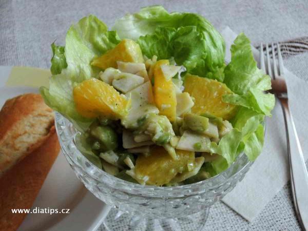 Salát s avokádem a pomerančem