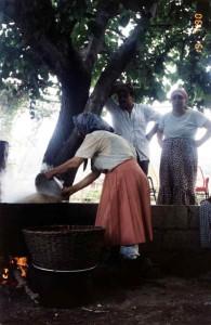 Tradiční výroba bulguru vařením pšenice