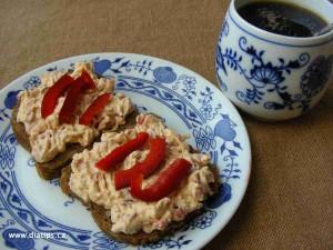 pomazánka na krajících chleba ke snídani