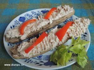 Tuňáková pomazánka z kousků tuňáka a z lučiny