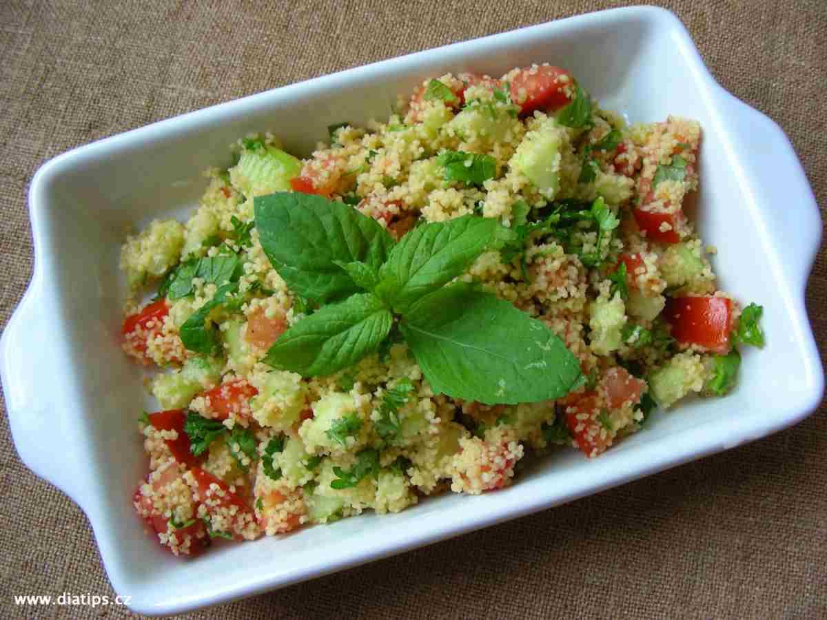 Salát z kuskusu v misce