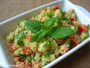 Kuskusový salát Tabouleh s rajčetem, petrželkou a mátou