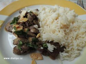 Kuřeci játra na mandlích s rýží