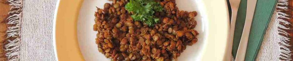 zdravý luštěninový pokrm na talíři