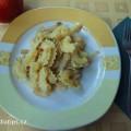 Těstoviny se zelím na talíři