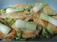 Plátky masa a cibulka