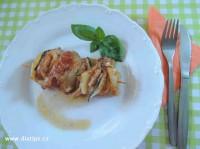 Kuřecí špíz na talíři