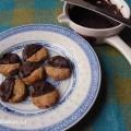 Masarykovo cukroví polité z poloviny do hořké čokolády