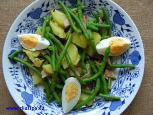 Fazolkový salát na talíři