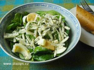 salát z baby špenátu s nivou a vařenými vejci