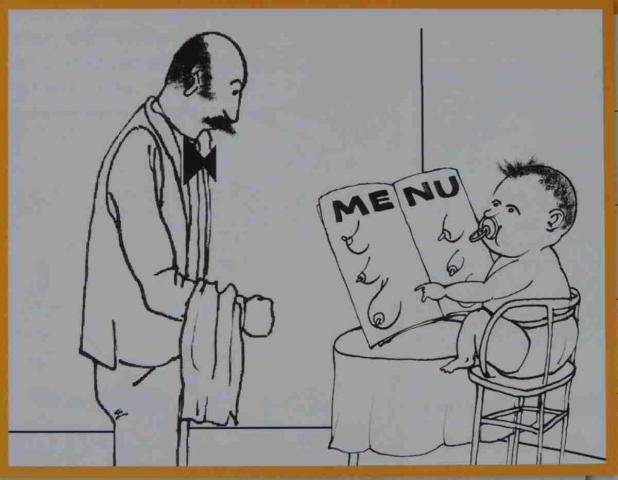 číšník jde ke stolu kde jako host sedí mimino a drž menu