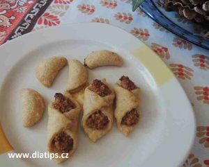 Ořechové cukroví upečené a na talířku