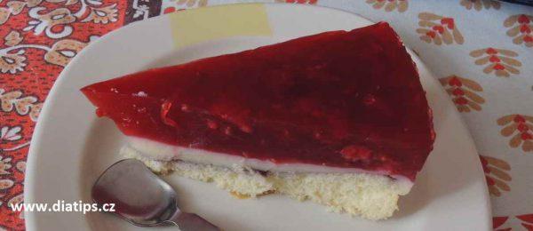 Lehký dort s ovocem porce na talířku