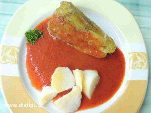 Paprika plněná maovou nádivkou s rajskou omáčkou a bramborem