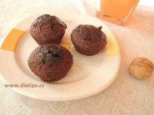 hotové muffiny polité čokoládovou polevou