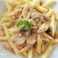Těstoviny s kuř.masem přelité omáčkou - detail