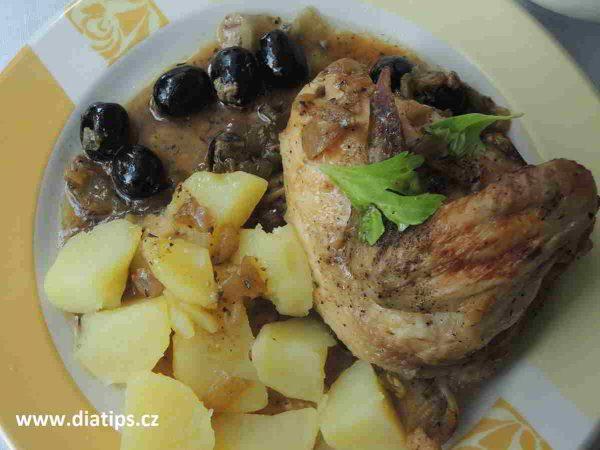 porce kuřete na talíři s bramborami