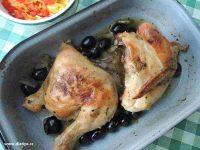 čtvrtky kuřete s olivami na pekáči